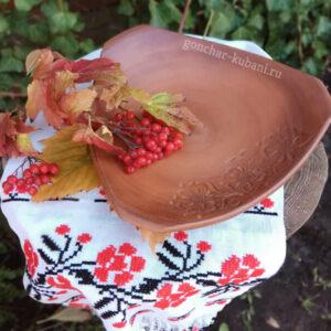Глиняная тарелка треугольная